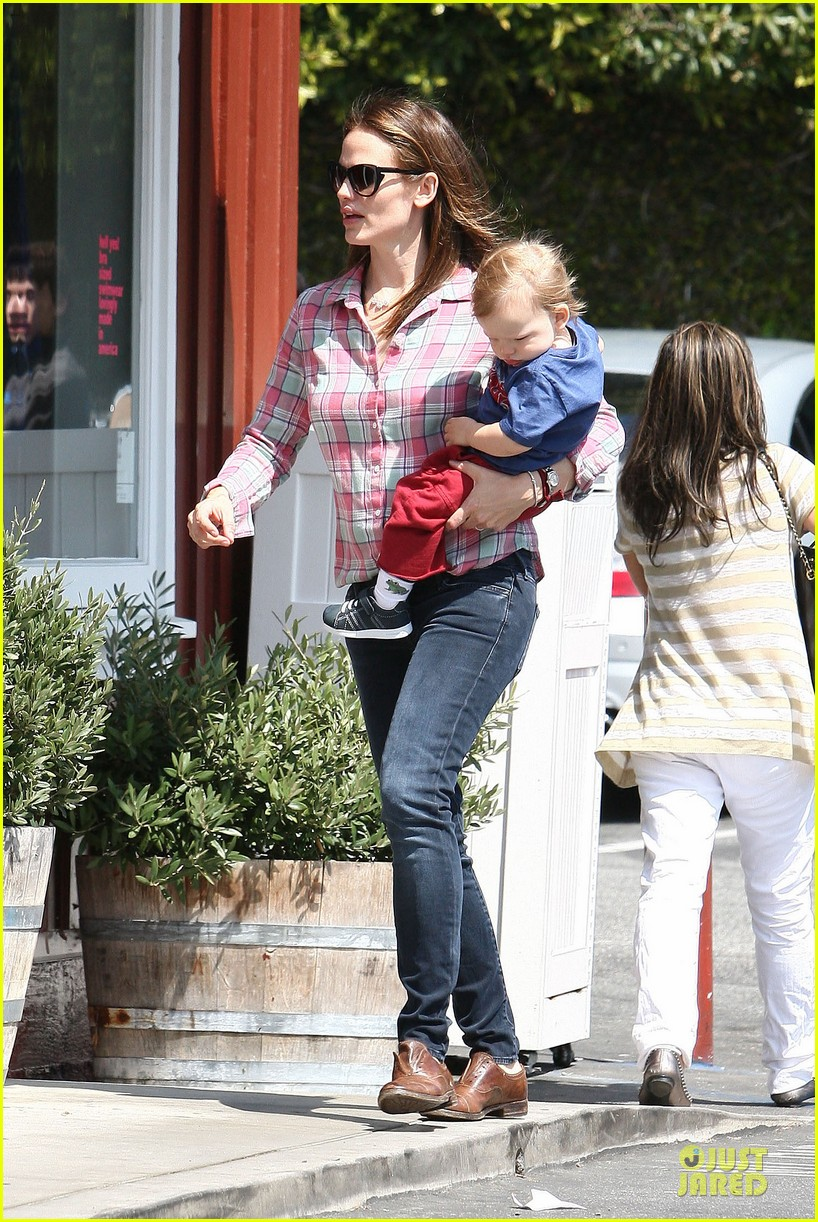 jennifer garner tavern girls night after day with the kids 24