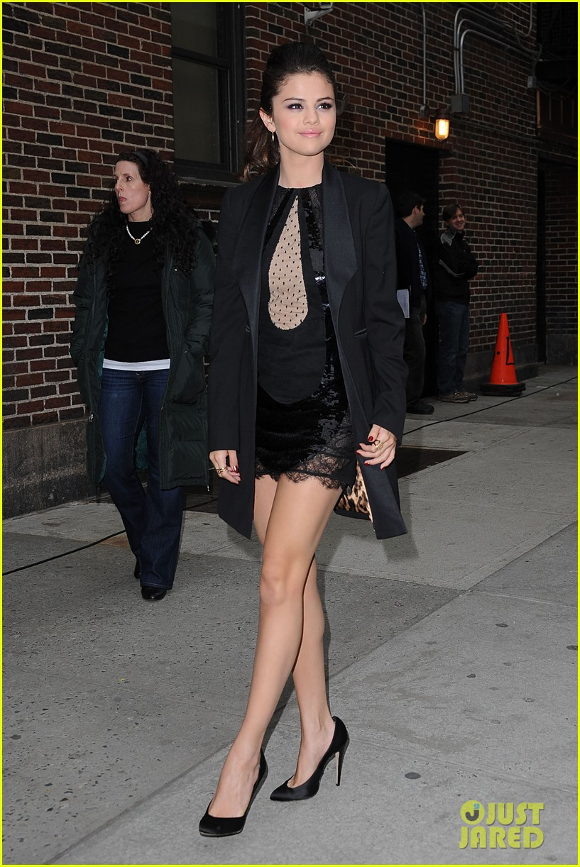selena gomez late show with david letterman appearance 01