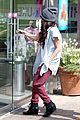 selena gomez frozen yogurt with a gal pal 05