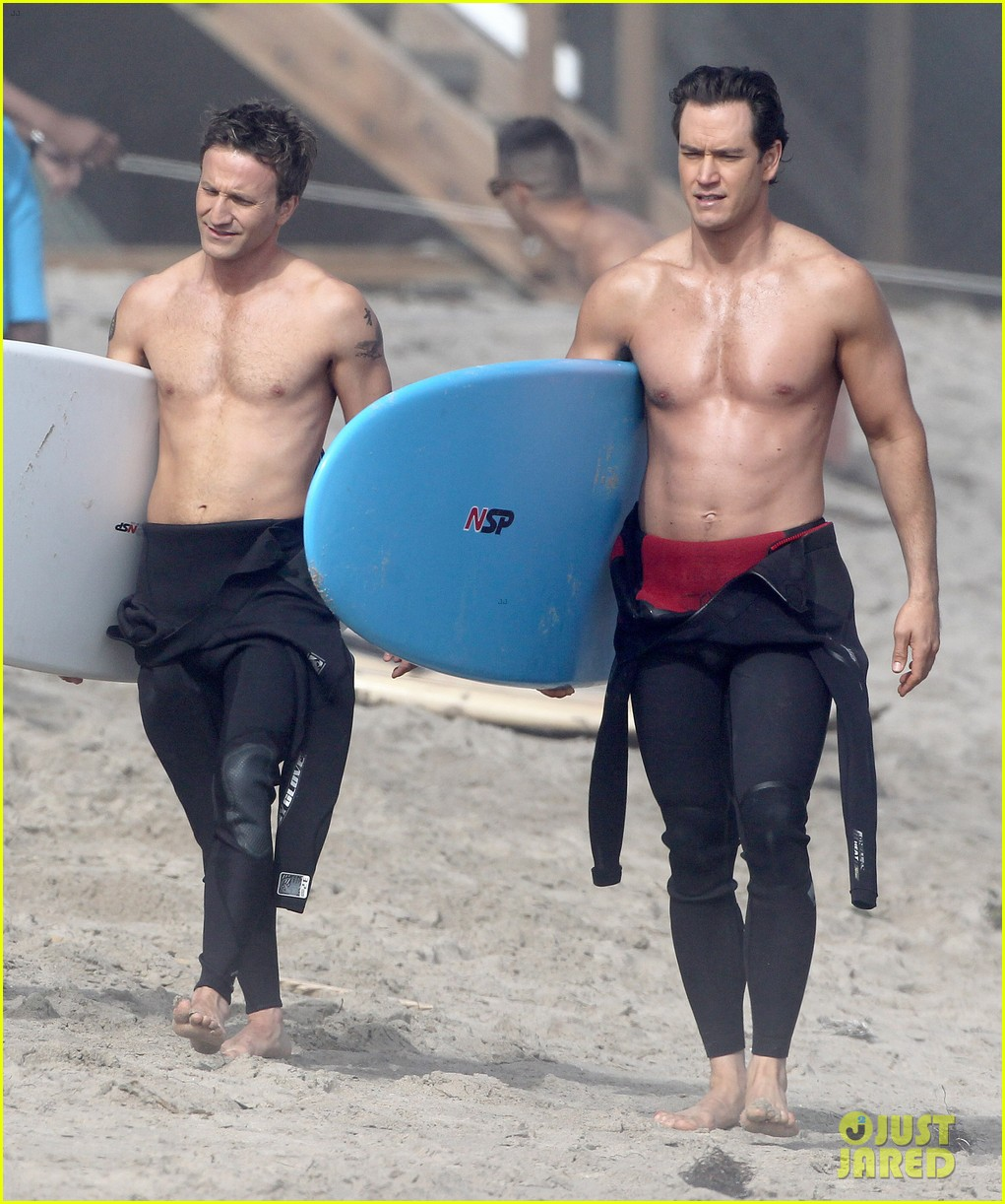mark paul gosselaar breckin meyer shirtless shirtless on franklin bash set 12