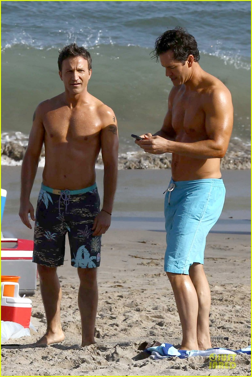 mark paul gosselaar breckin meyer shirtless franklin bash duo 182836029