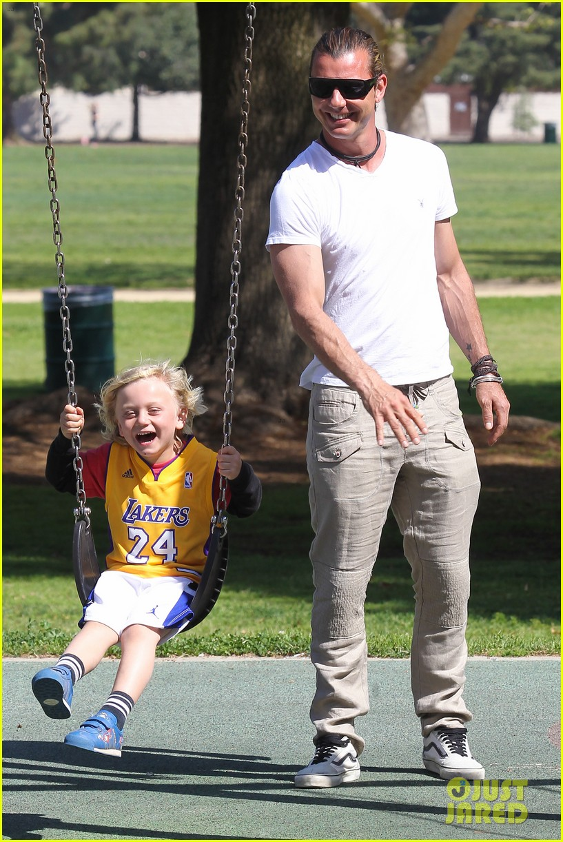 gwen stefani gavin rossdale family fun at the park 07