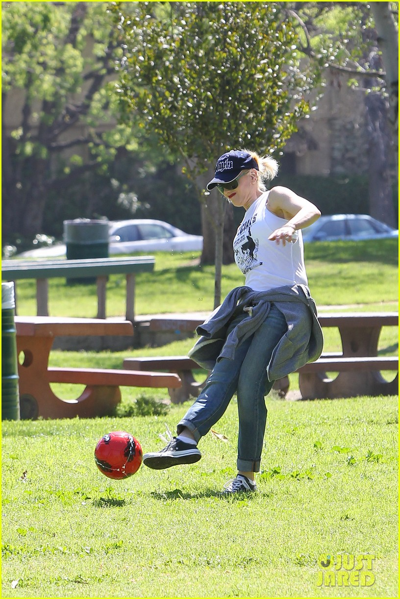 gwen stefani gavin rossdale family fun at the park 092837289