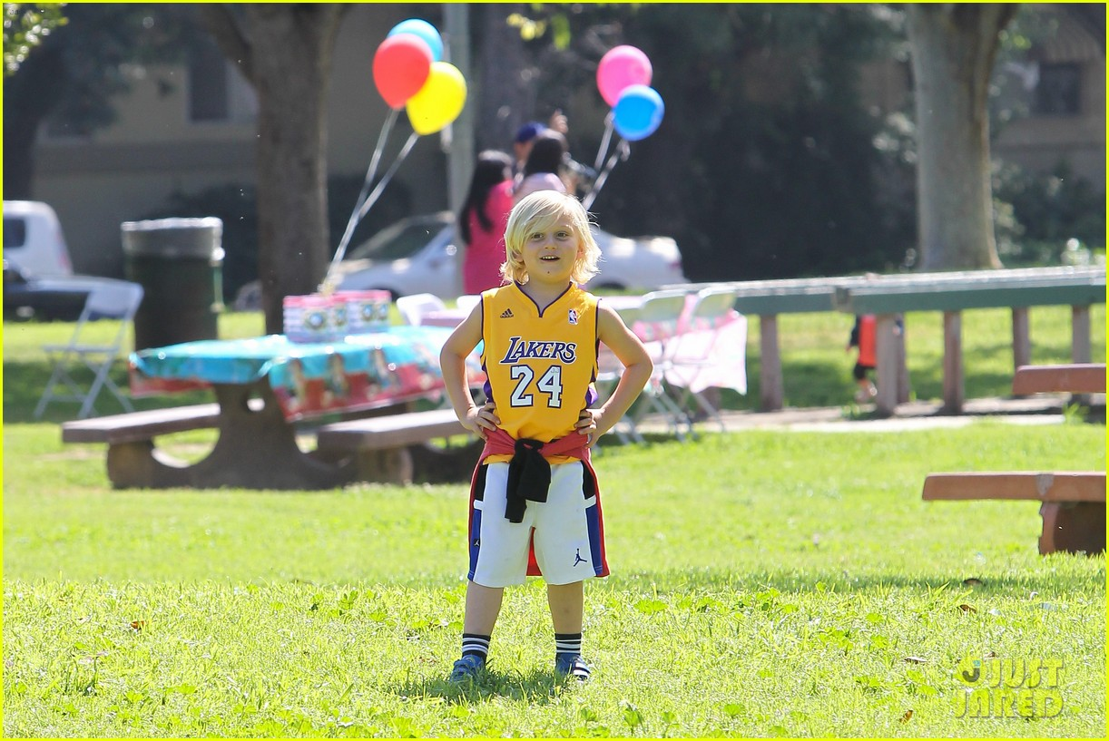 gwen stefani gavin rossdale family fun at the park 22