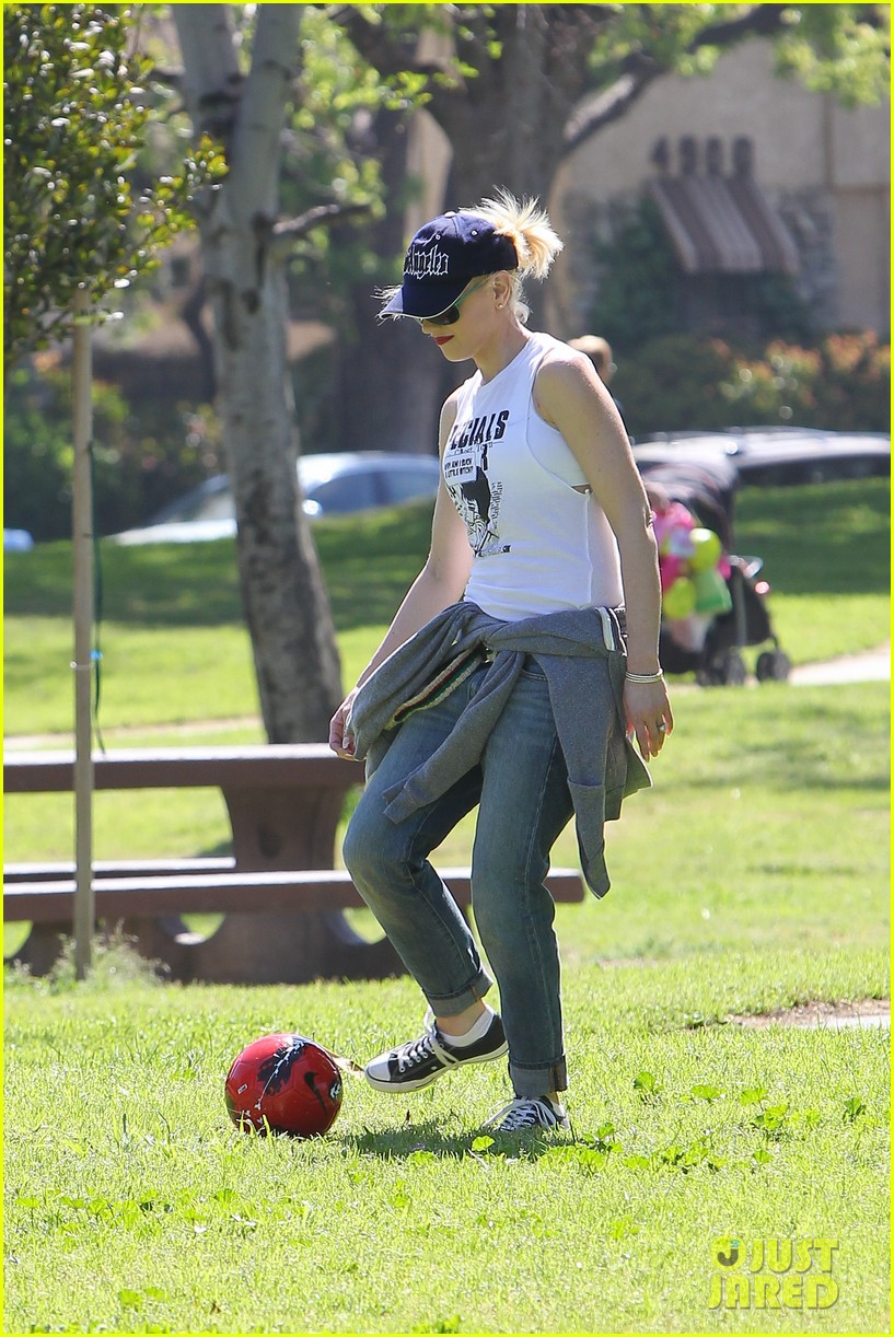 gwen stefani gavin rossdale family fun at the park 25