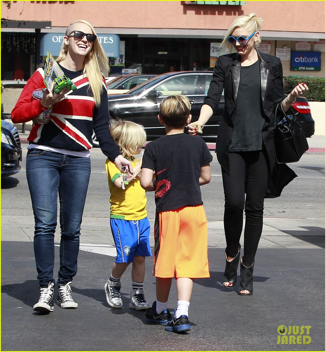 gwen stefani target trip with kingston zuma 35