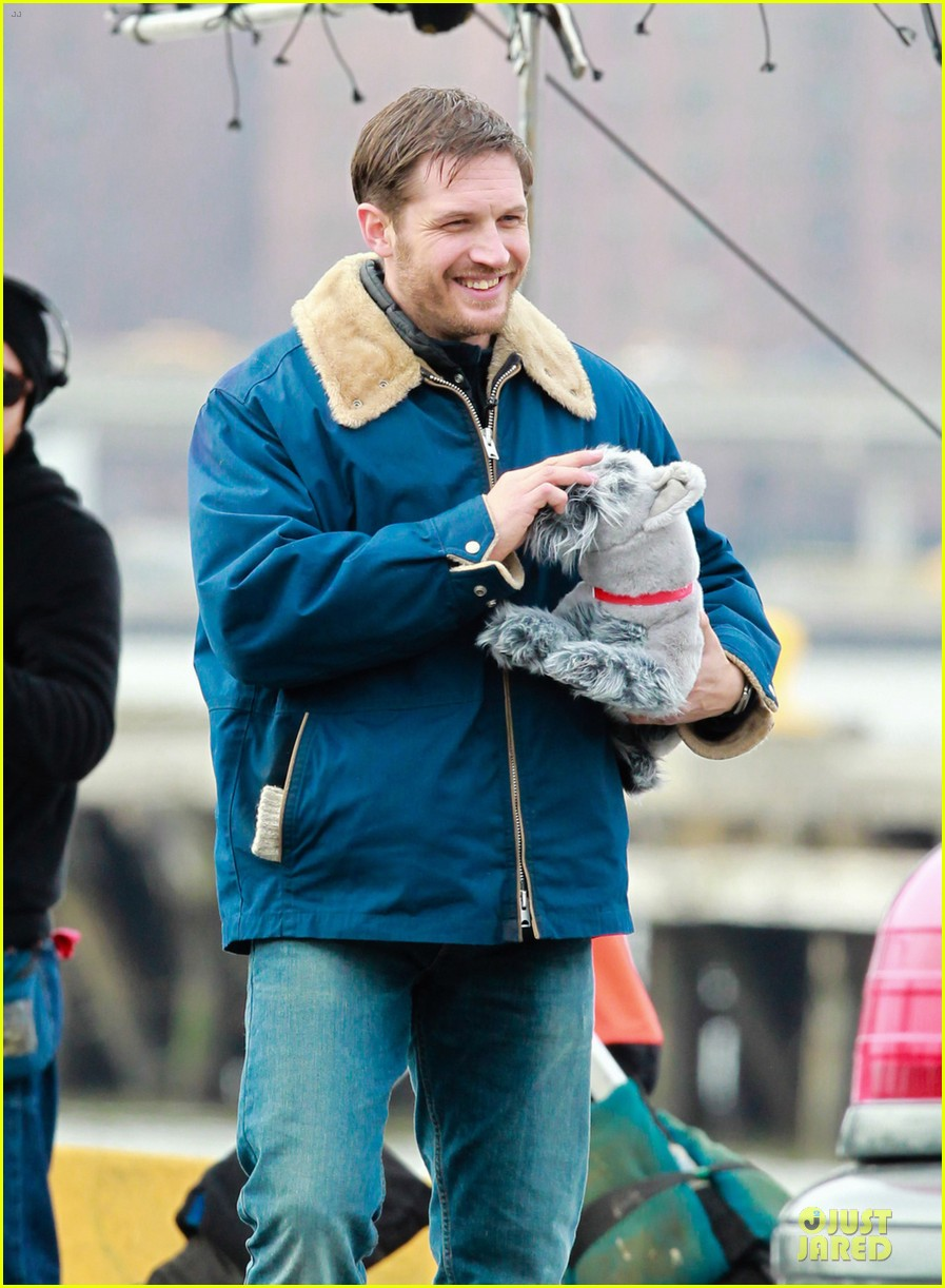 tom hardy kisses on animal rescue set 022829033