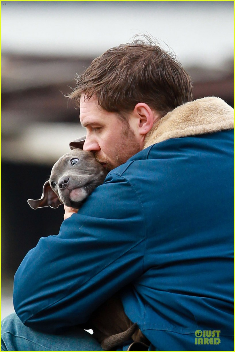 tom hardy kisses on animal rescue set 042829035