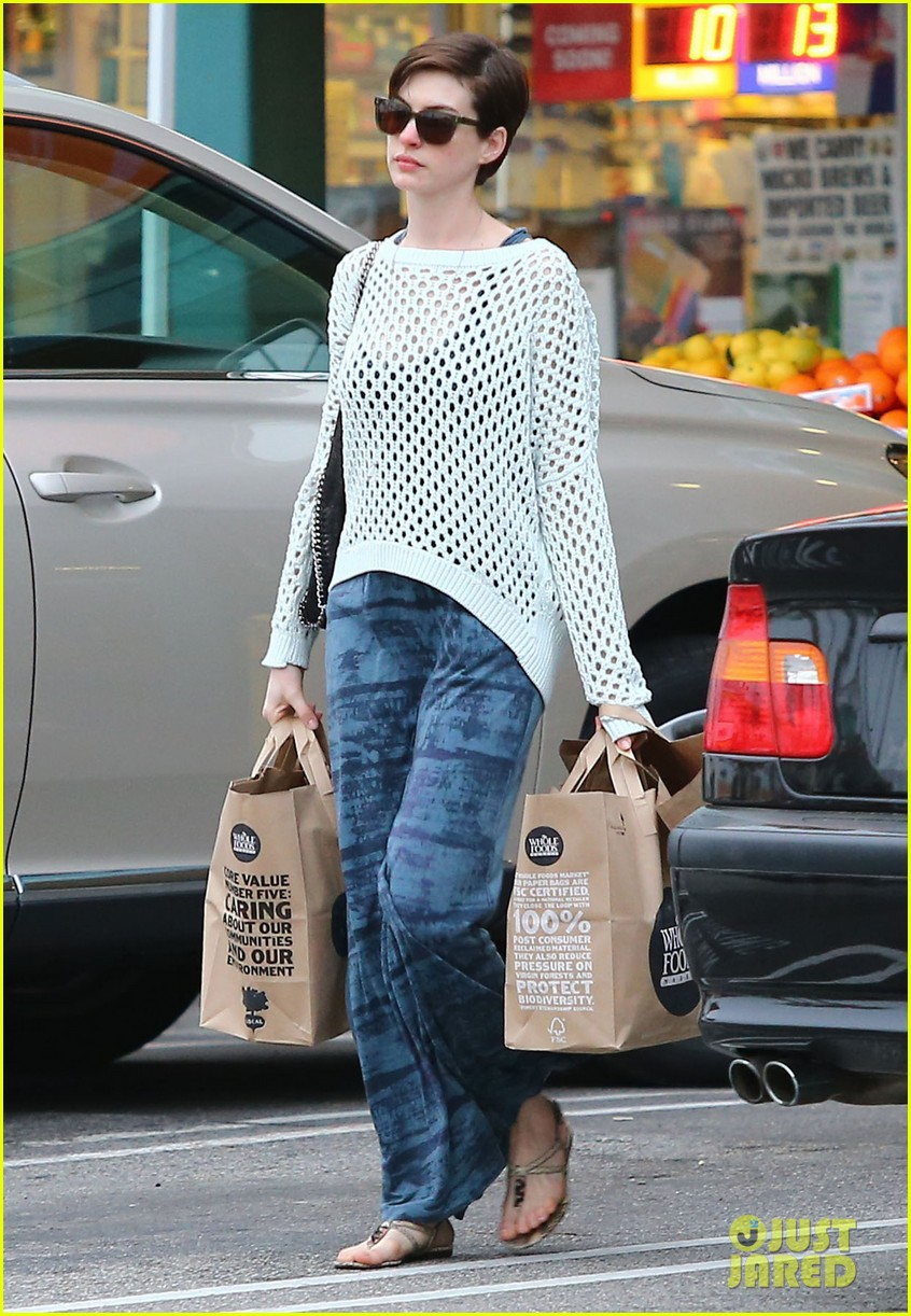 anne hathaway whole foods shopper 18