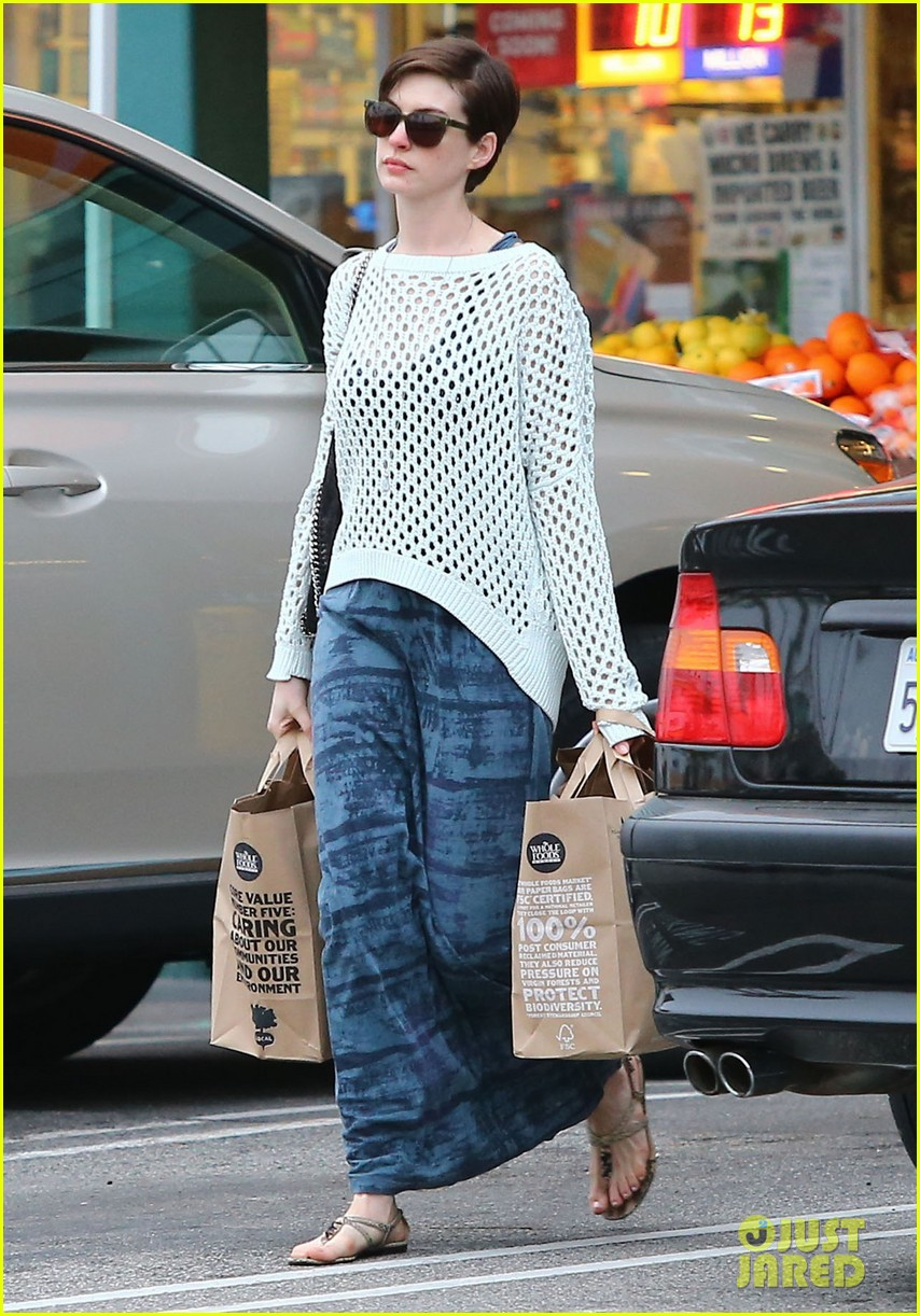 anne hathaway whole foods shopper 192833392