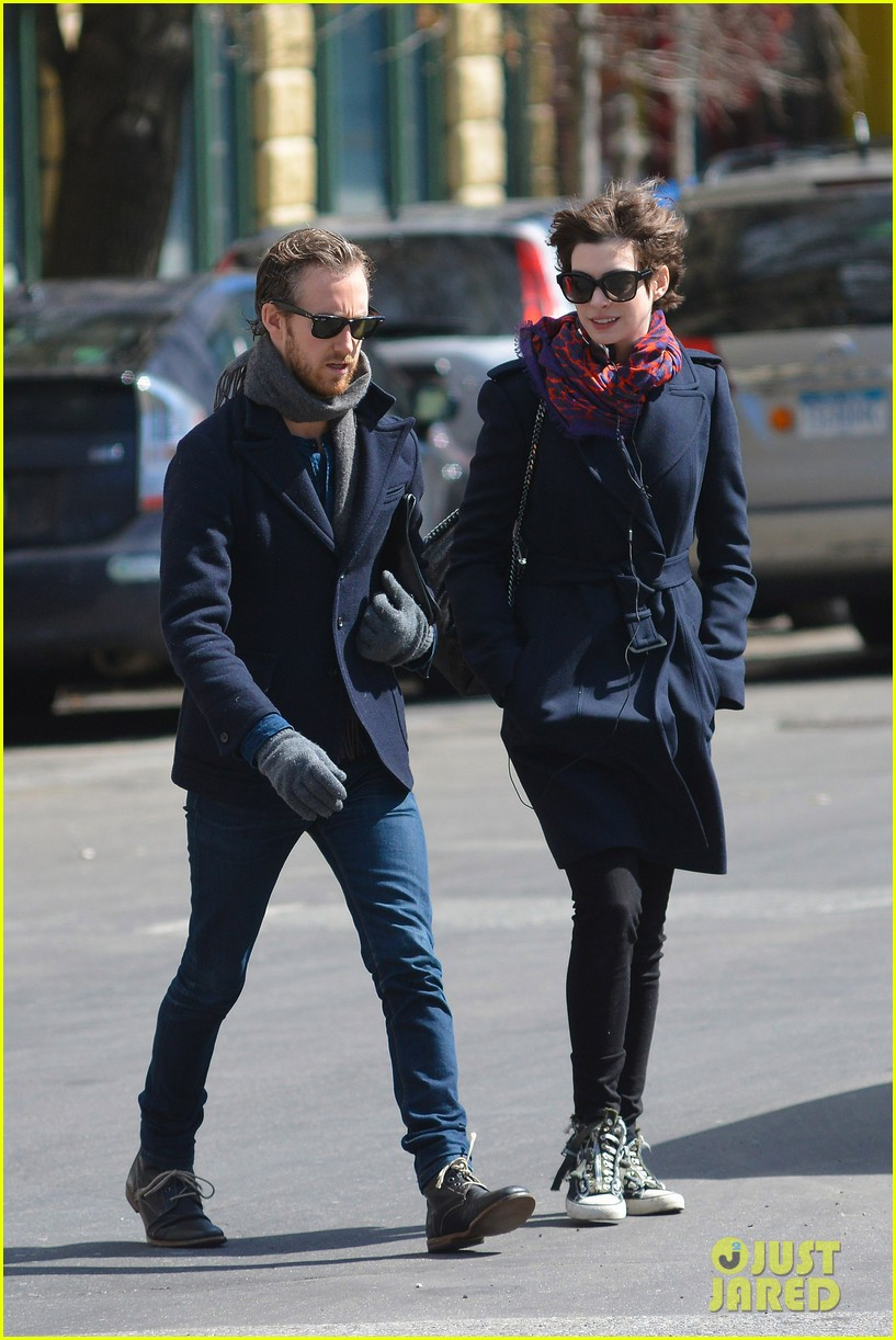 anne hathaway back in brooklyn after philly weekend 152838272