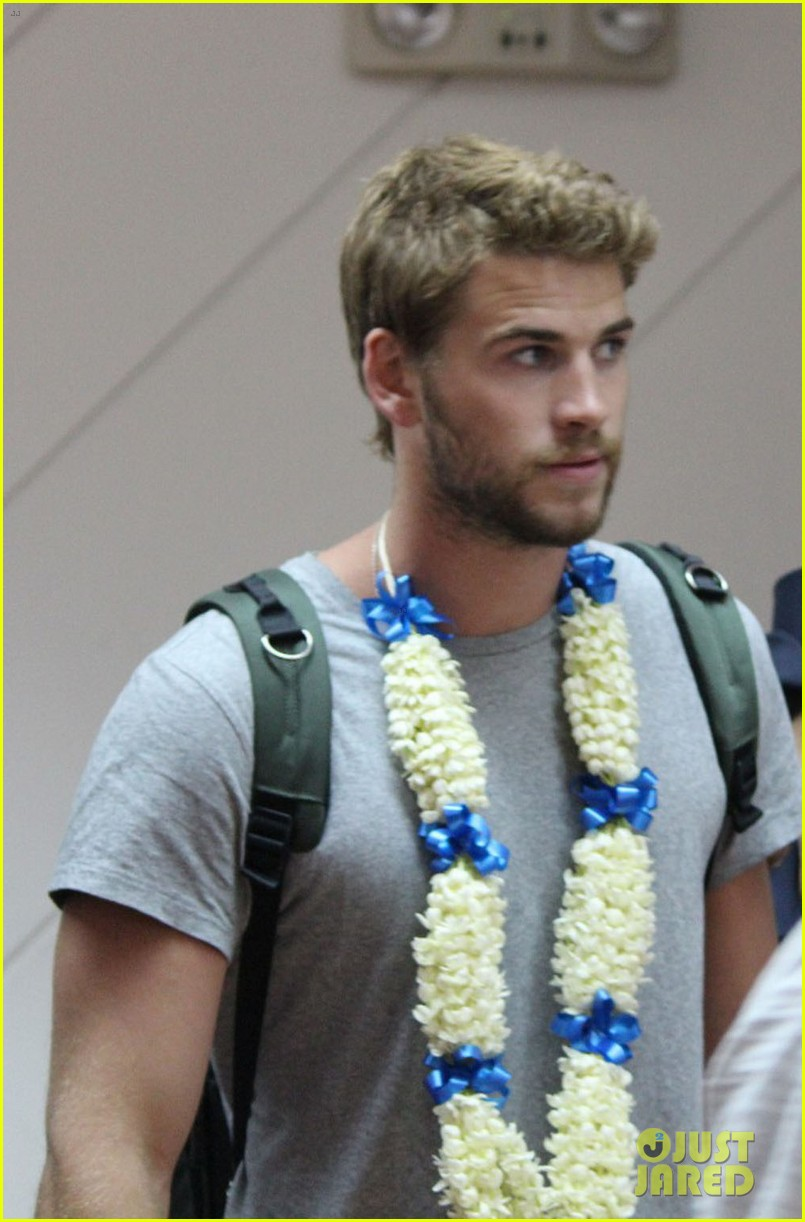 liam hemsworth arrives in manila post miley cyrus split rumors 02
