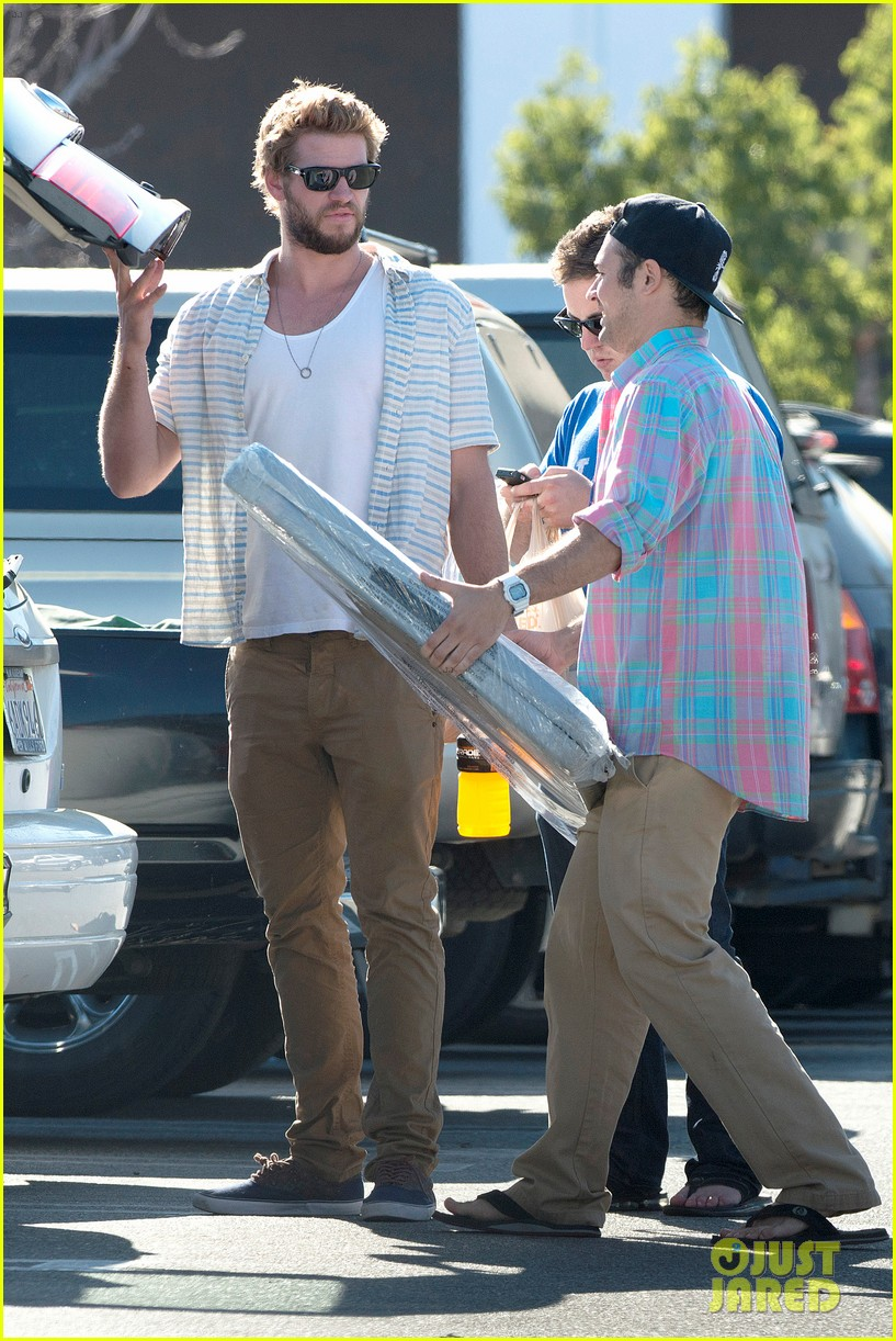 liam hemsworth shops with friends miley cyrus visits studio 102840708