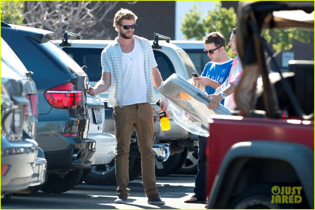 liam hemsworth shops with friends miley cyrus visits studio 13