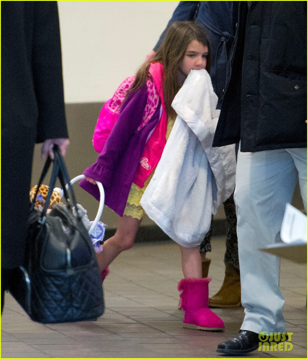 katie holmes suri back from disney world 04