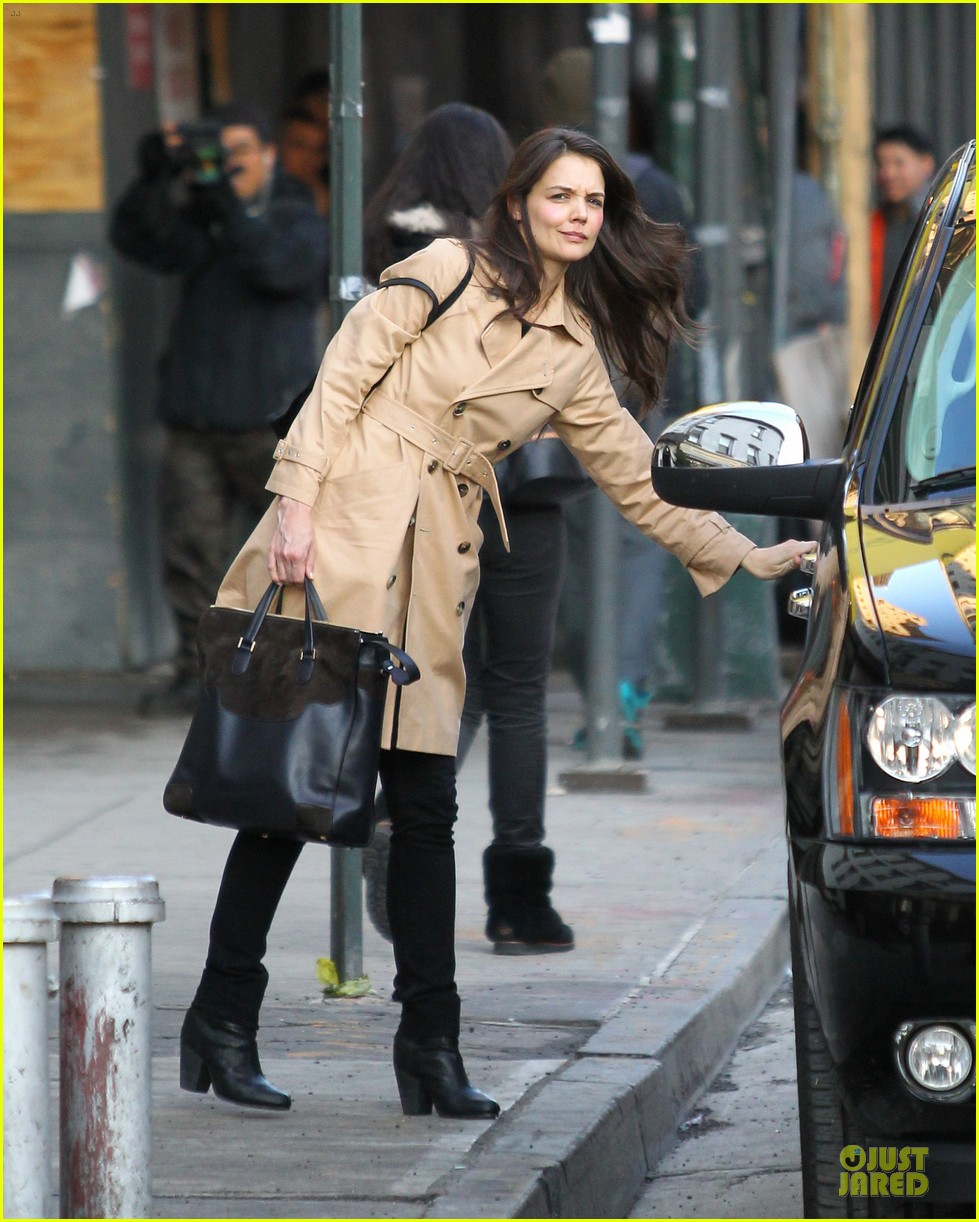 katie holmes big apple diner with male pal 01