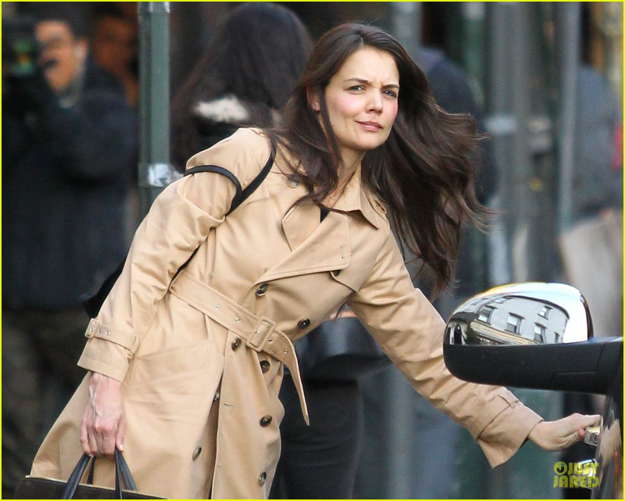 katie holmes big apple diner with male pal 13