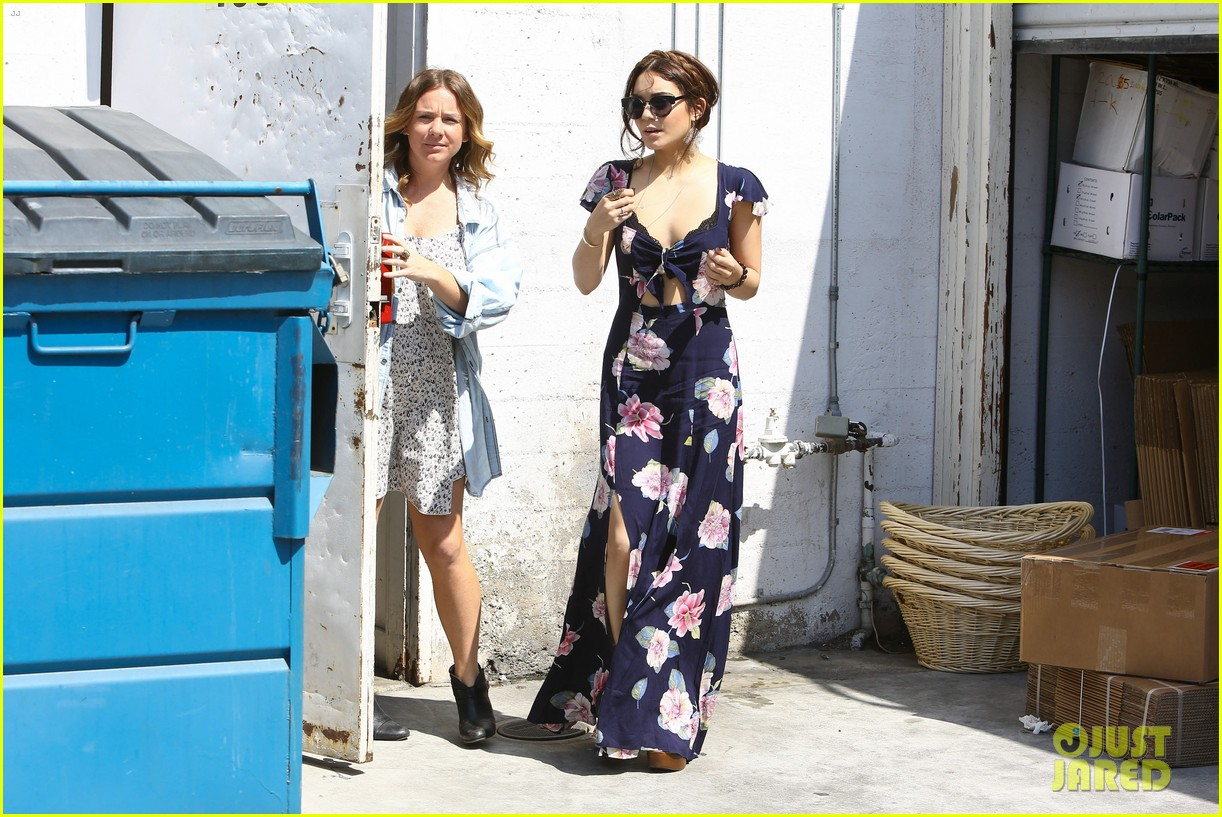 vanessa hudgens planet blue shopper 10