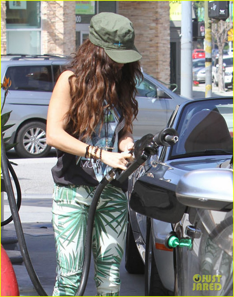 vanessa hudgens low profile gas station stop 08