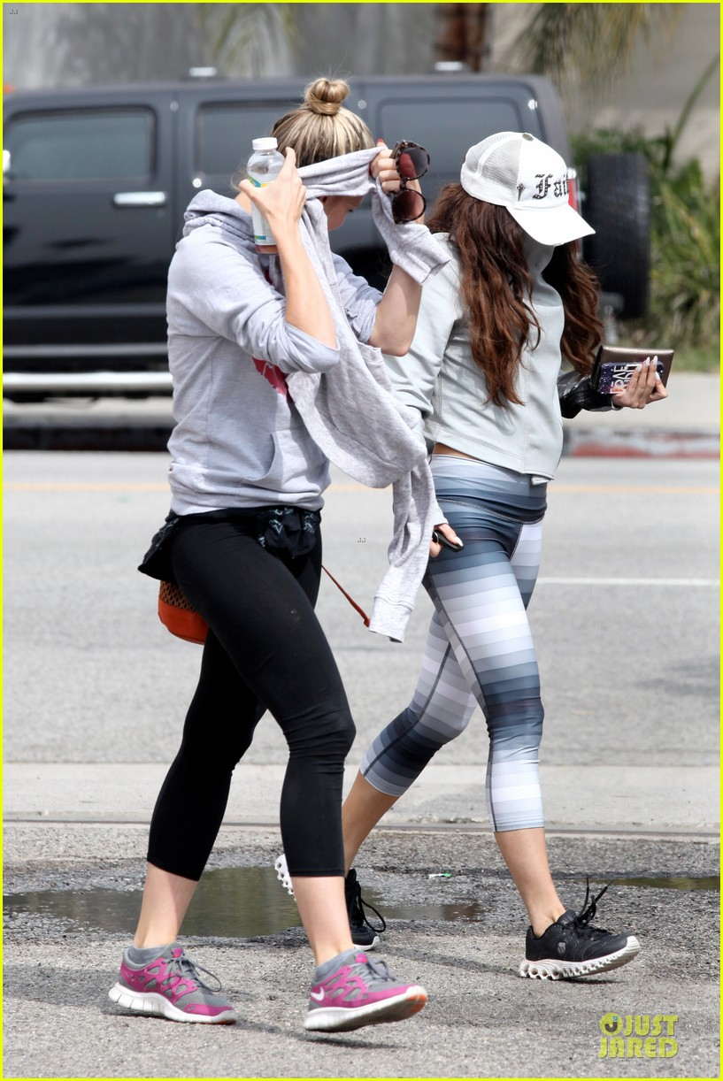 vanessa hudgens gym workout with ashley tisdale 192833938