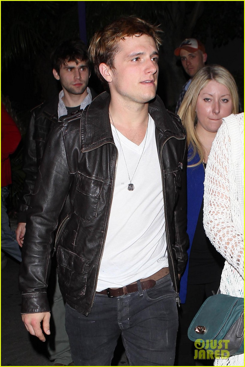 josh hutcherson bowling night with mom 03