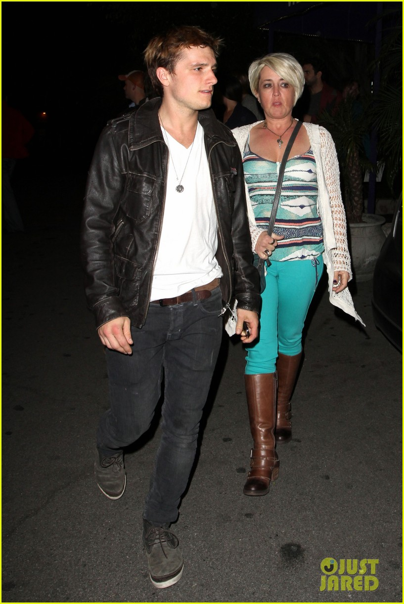 josh hutcherson bowling night with mom 082829259