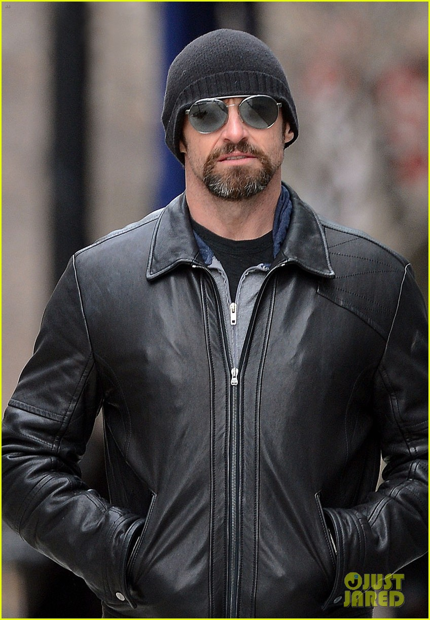 hugh jackman bundled up with ava 02