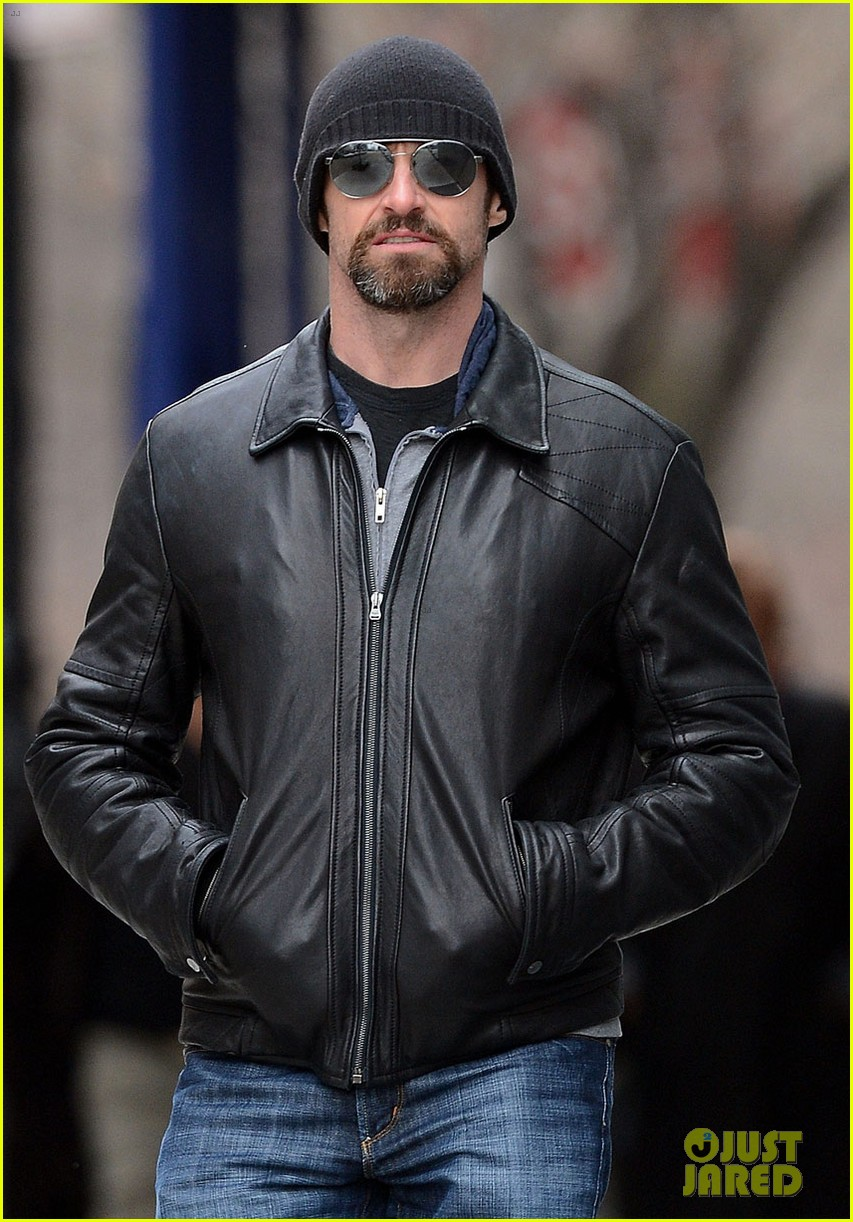 hugh jackman bundled up with ava 04
