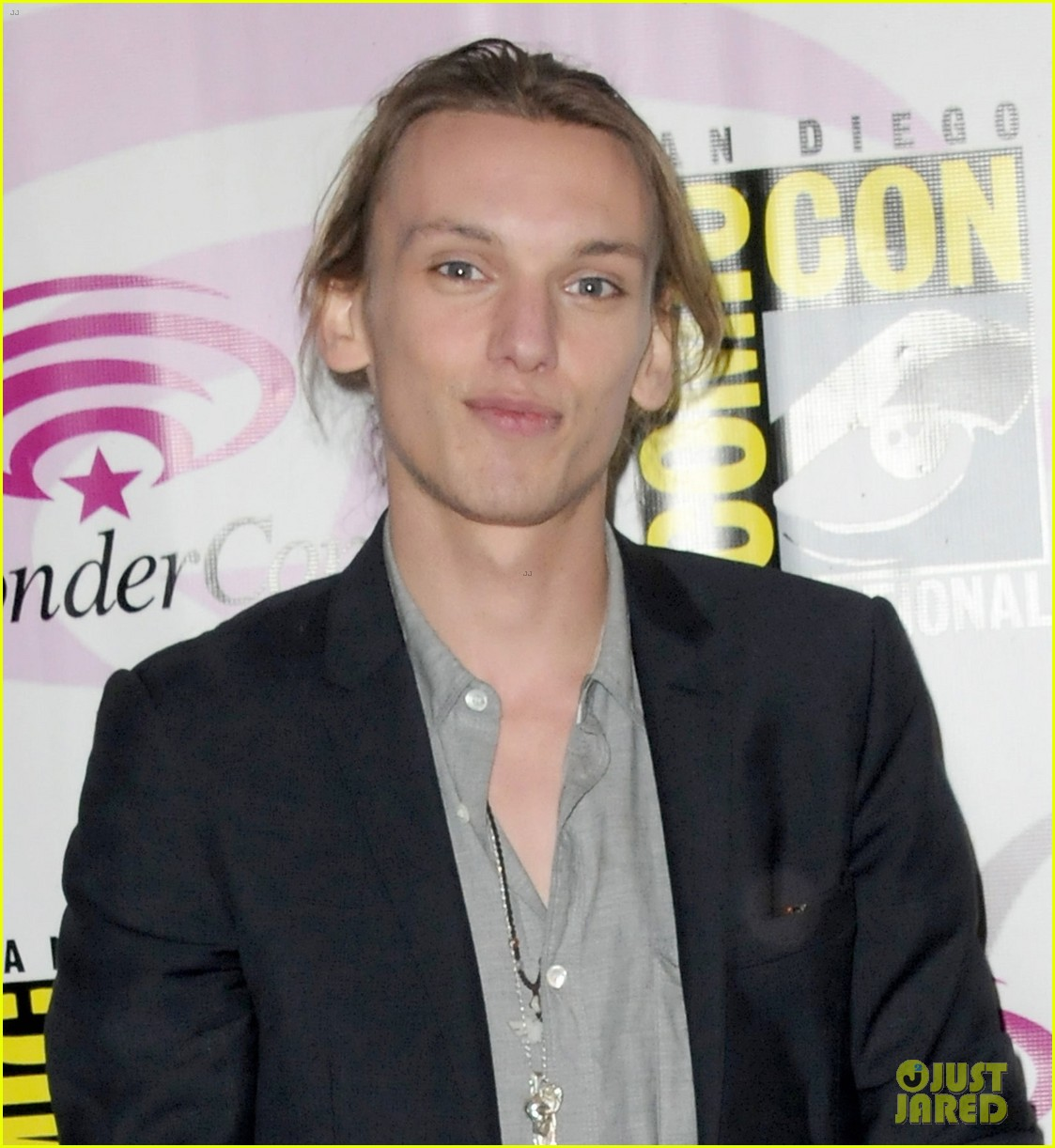 kevin zegers jamie campbell bower mortal instruments wondercon panel 03