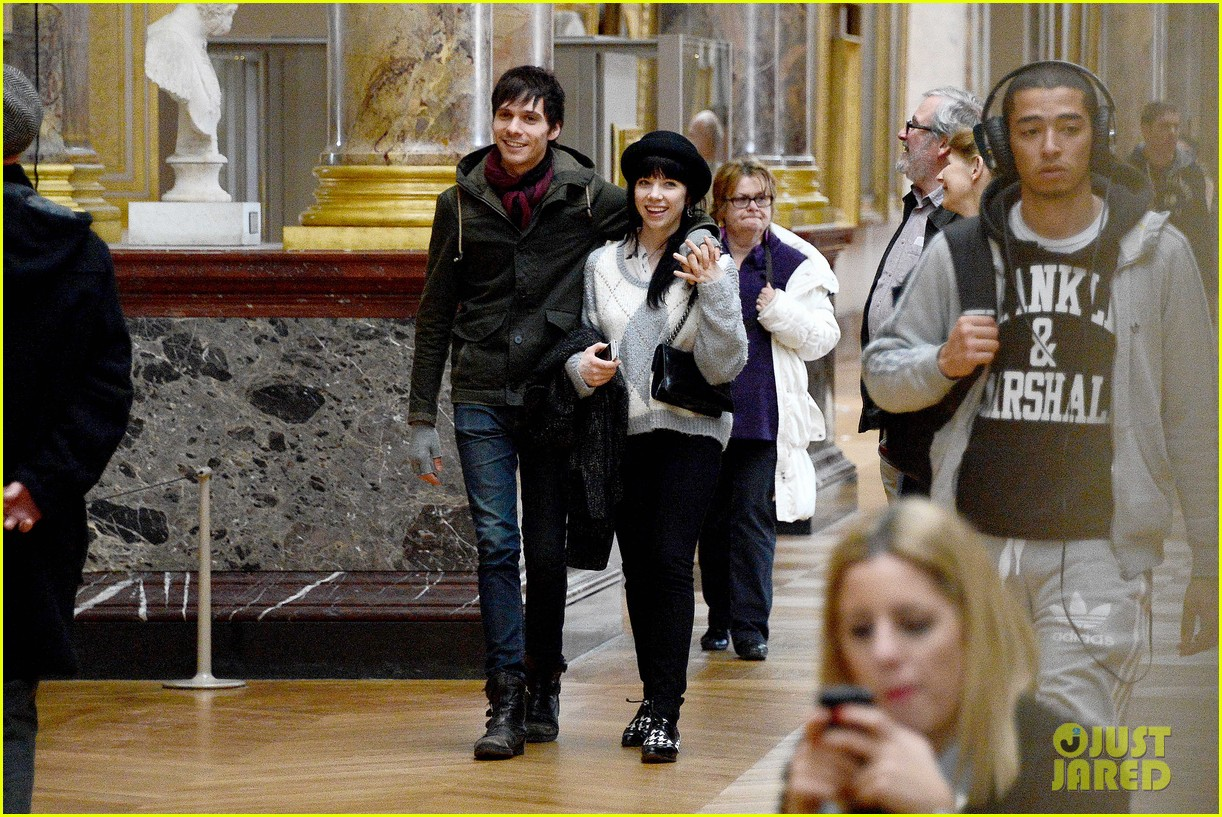carly rae jepsen matthew koma louvre lovebirds 052833494
