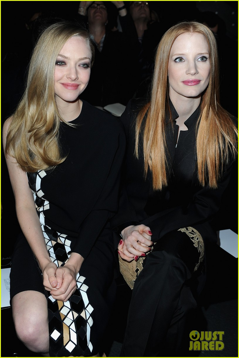 jessica chastain amanda seyfried givenchy paris fashion show 03