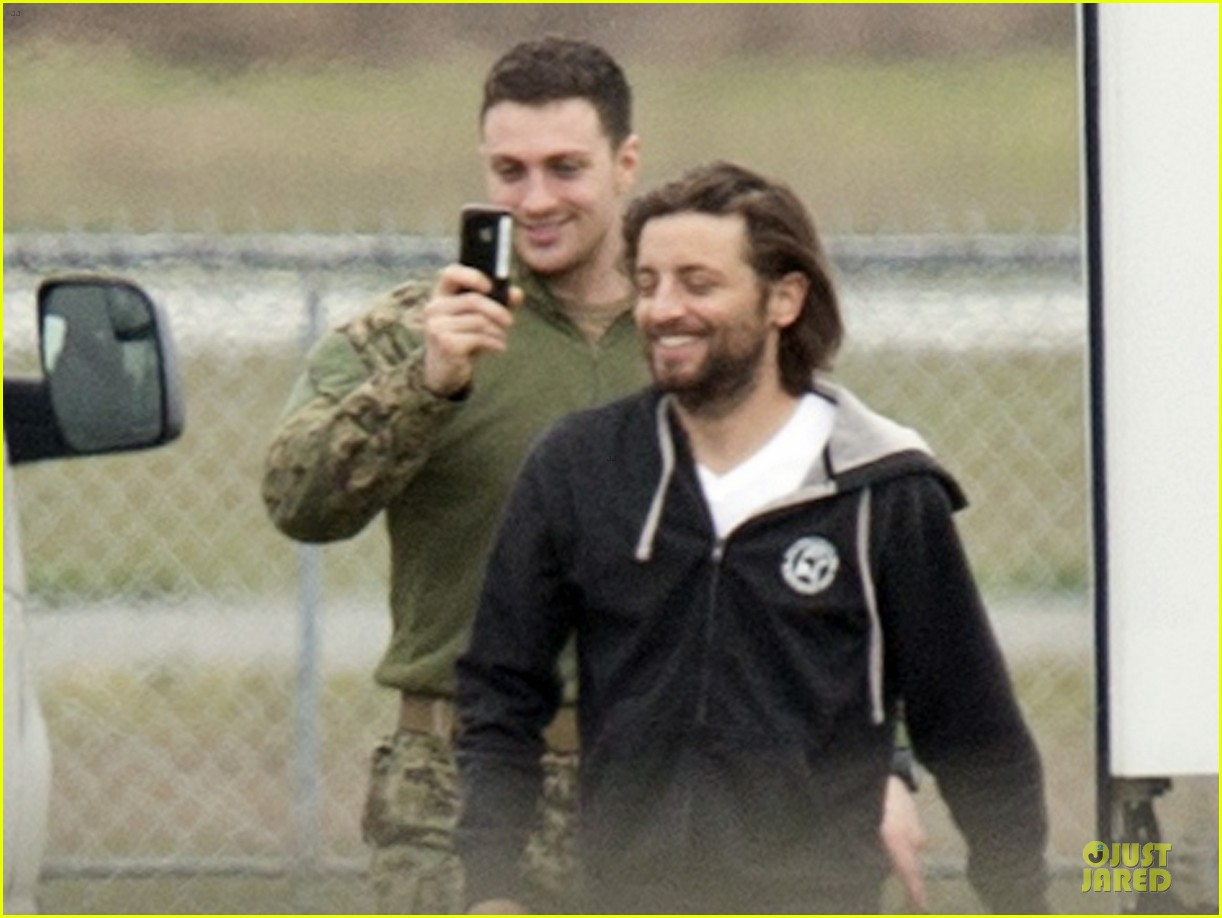 aaron taylor johnson military uniform on godzilla set 042835964