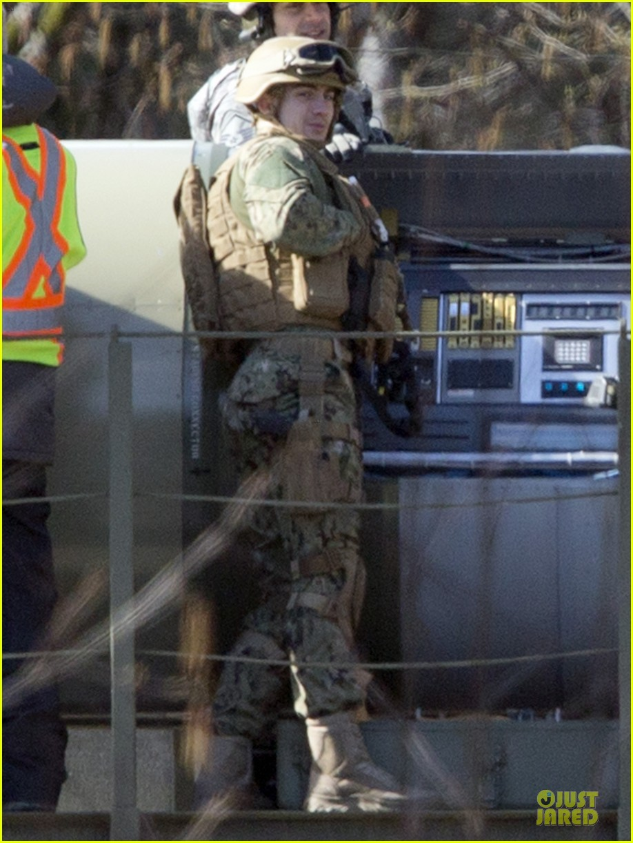 aaron taylor johnson military uniform on godzilla set 14