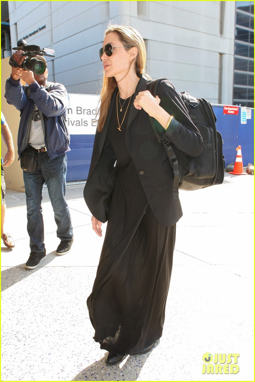 angelina jolie lands in los angeles after congo trip 08