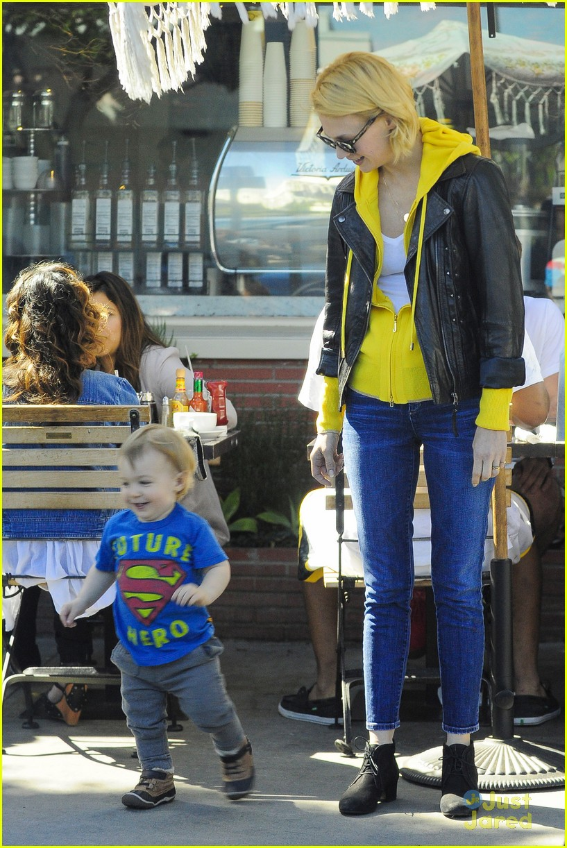 january jones xander le pain quotidien lunch 07