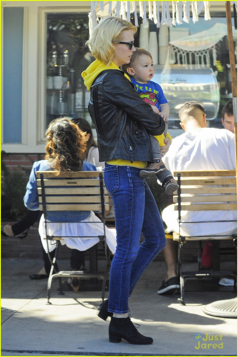 january jones xander le pain quotidien lunch 16