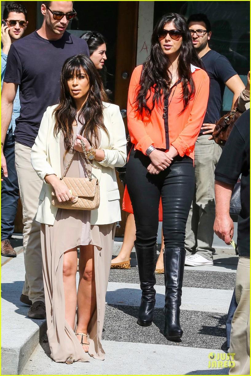 kim kardashian atlanta landing for temptation premiere 01