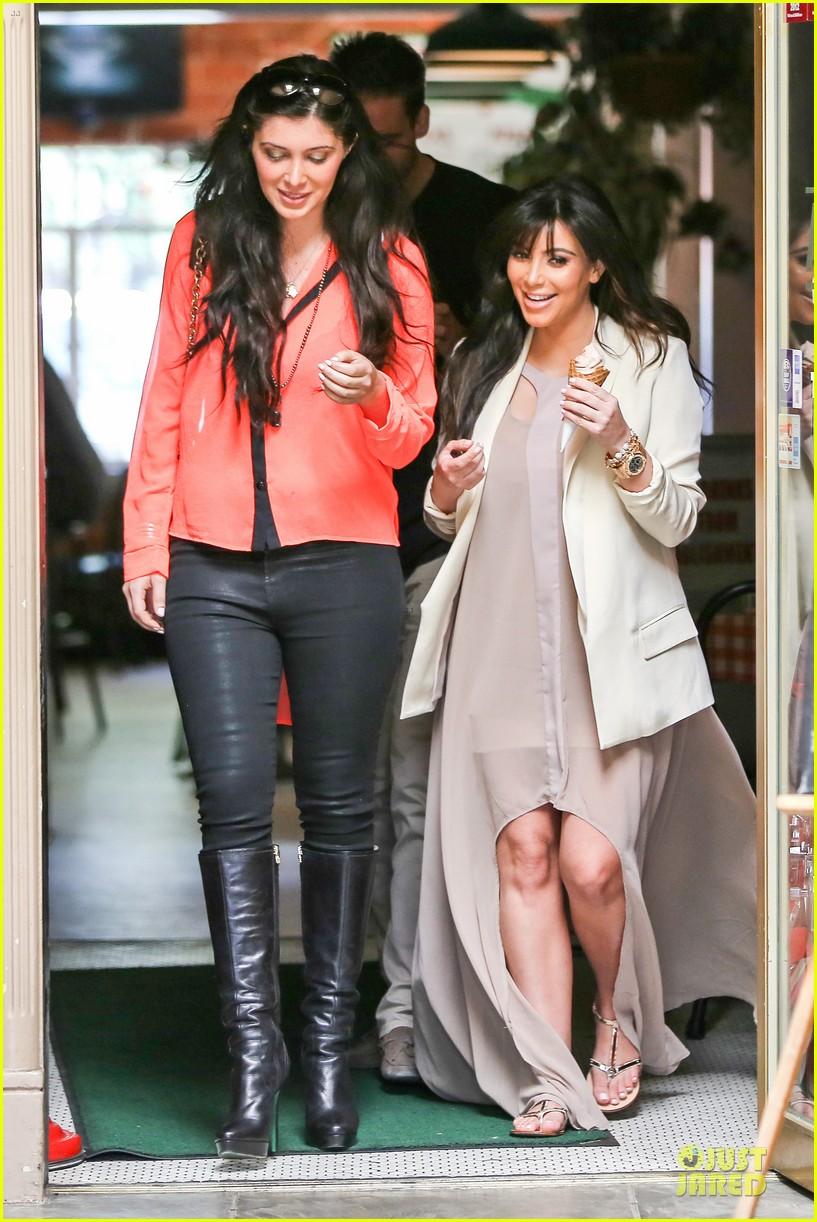 kim kardashian atlanta landing for temptation premiere 03