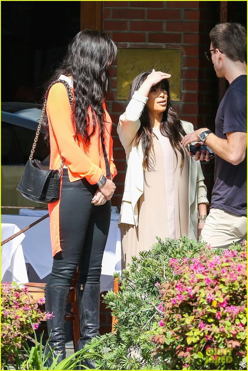 kim kardashian atlanta landing for temptation premiere 13