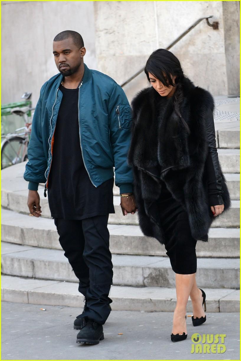 pregnant kim kardashian kanye west palais de tokyo visit 13