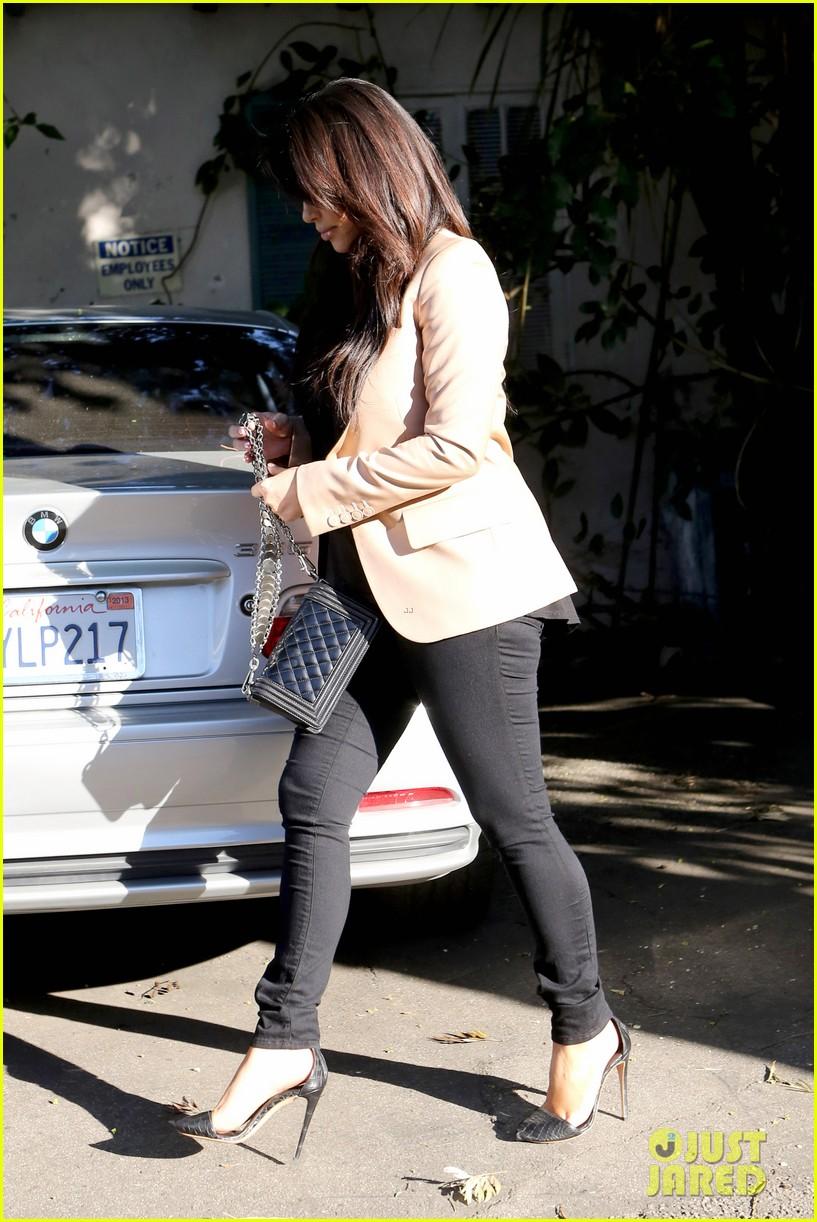 kim kardashian loves expectant mom parking spots 28