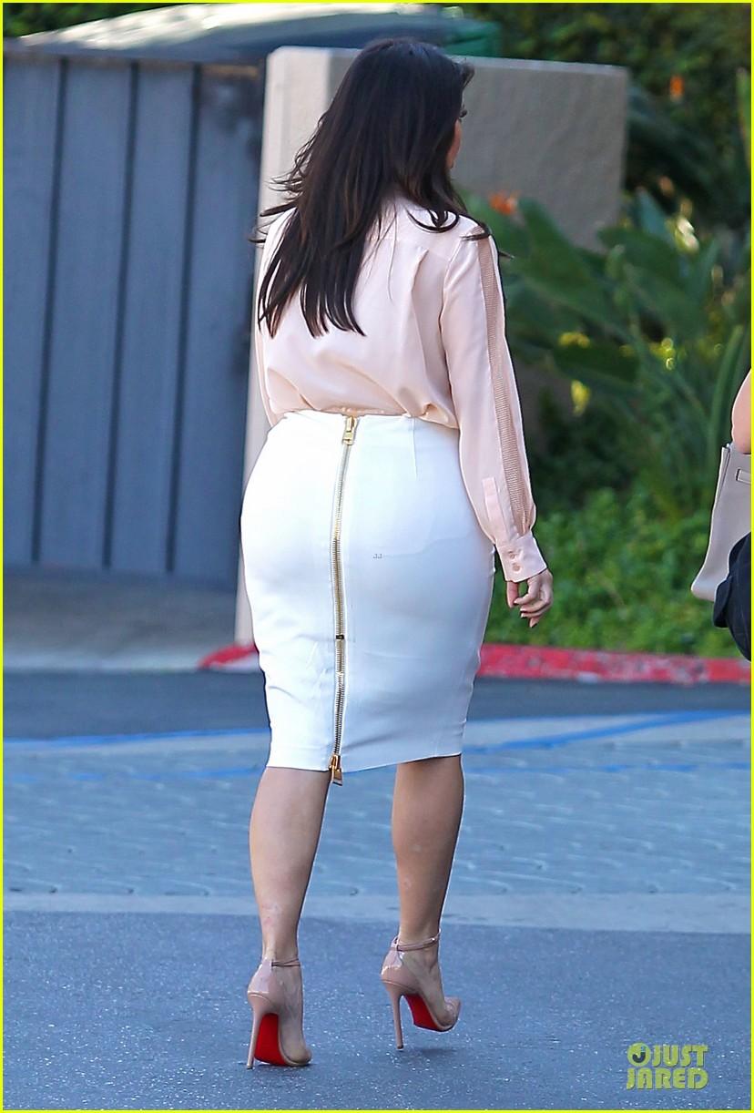 pregnant kim kardashian vampire facial 142829506