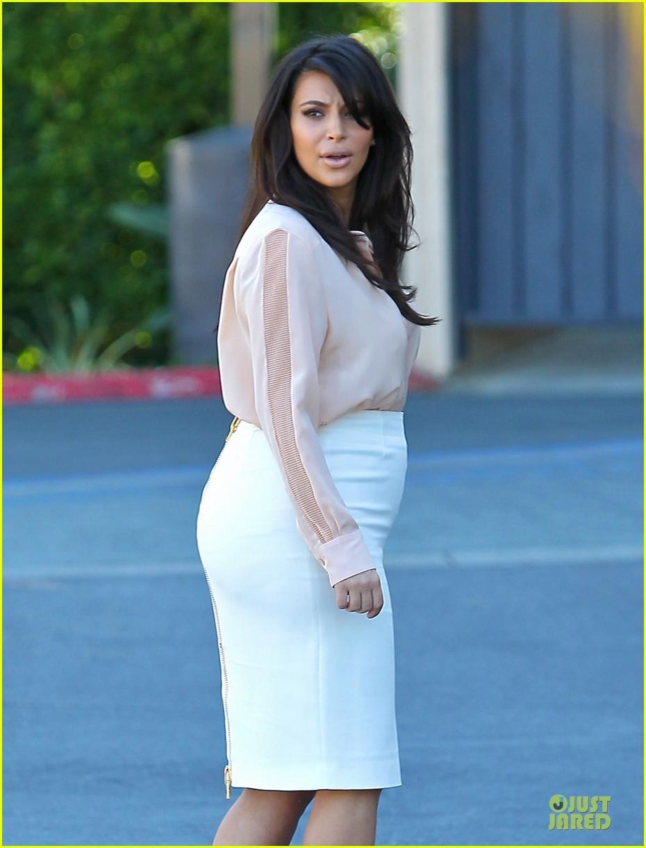 pregnant kim kardashian vampire facial 152829507