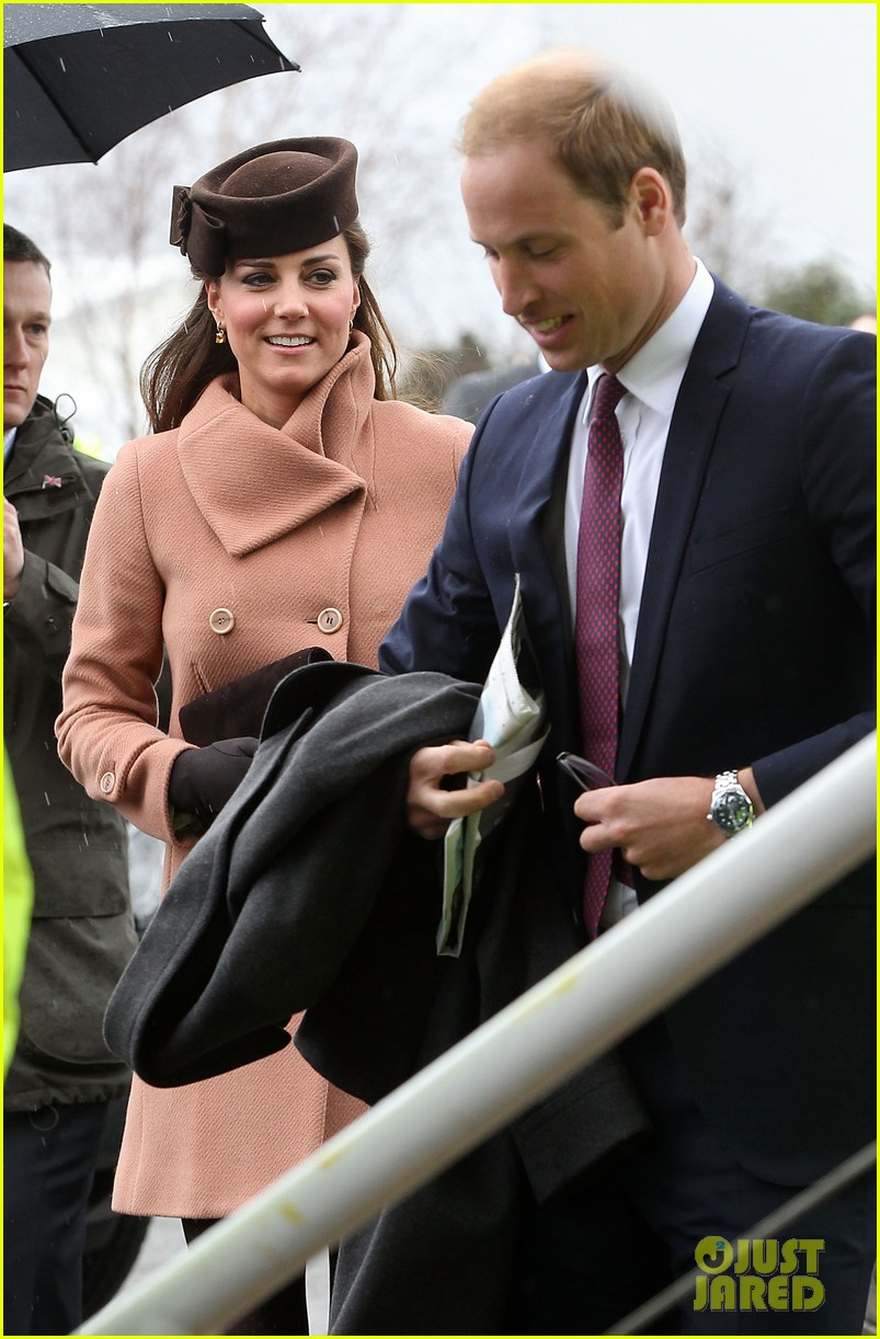 kate middleton pregnant cheltenham visit with prince william08