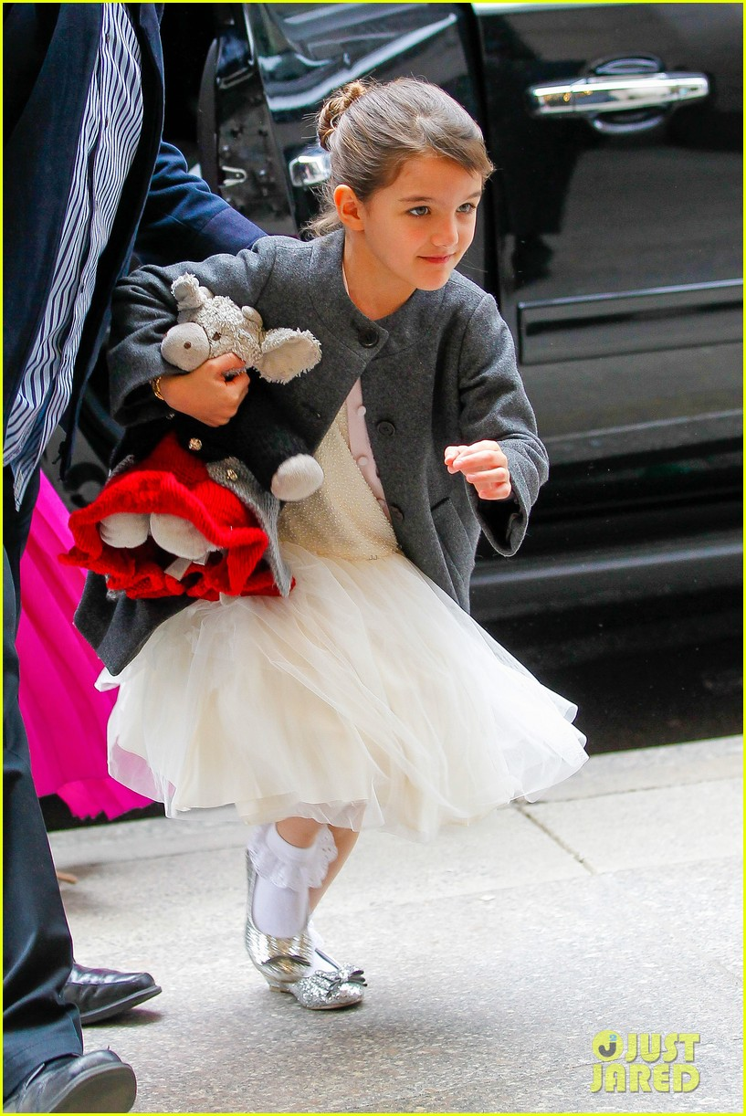 katie holmes easter party with suri 02