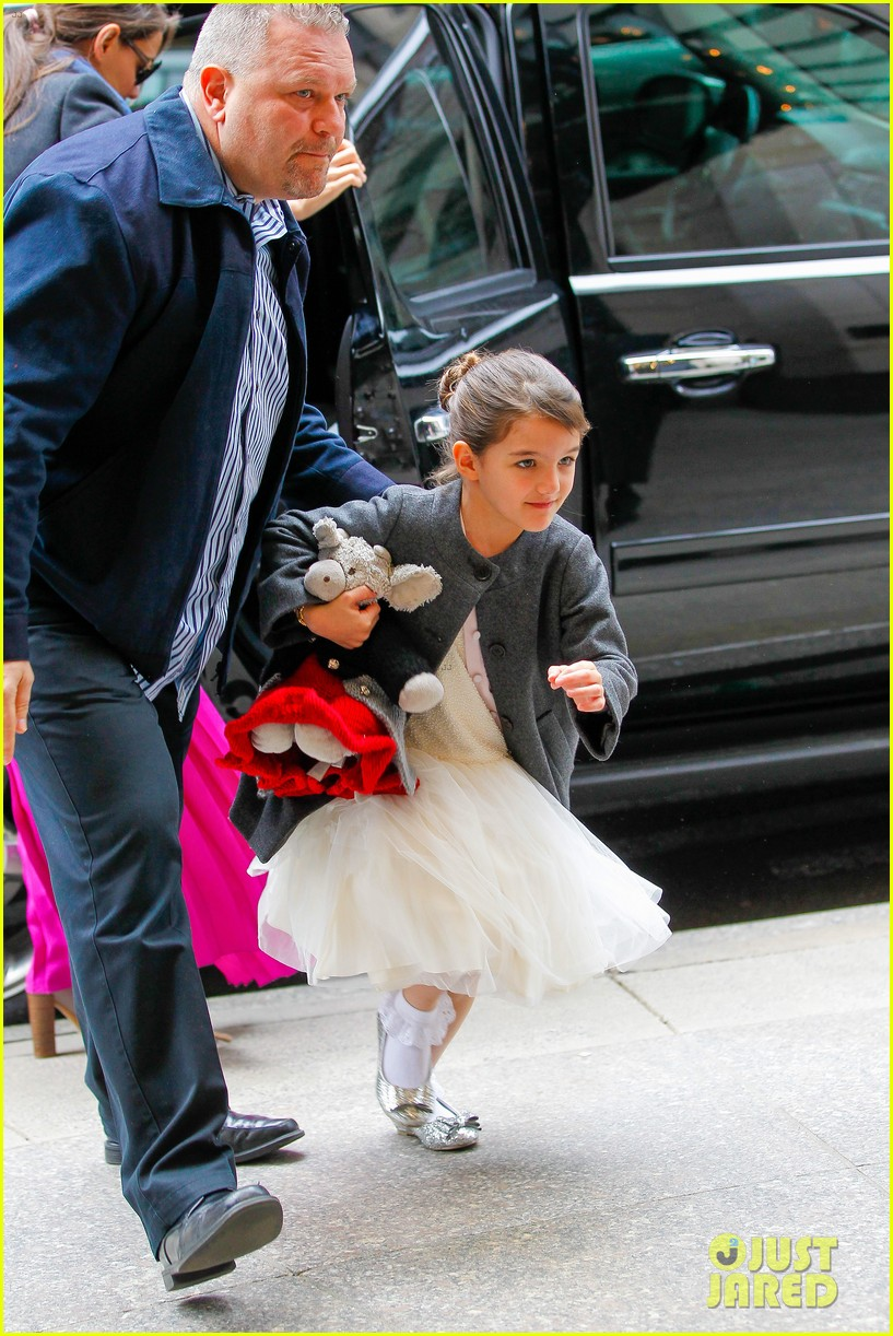 katie holmes easter party with suri 17