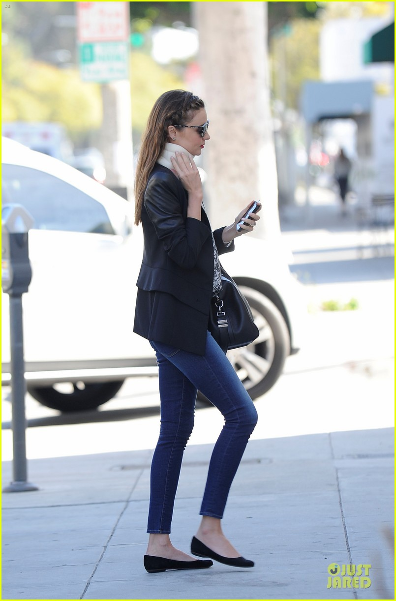 miranda kerr neck brace medical visit 01