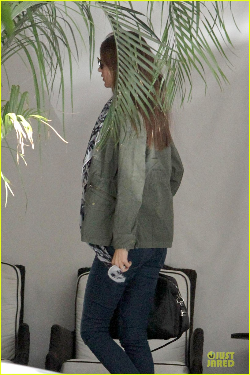 miranda kerr neck brace medical visit 11