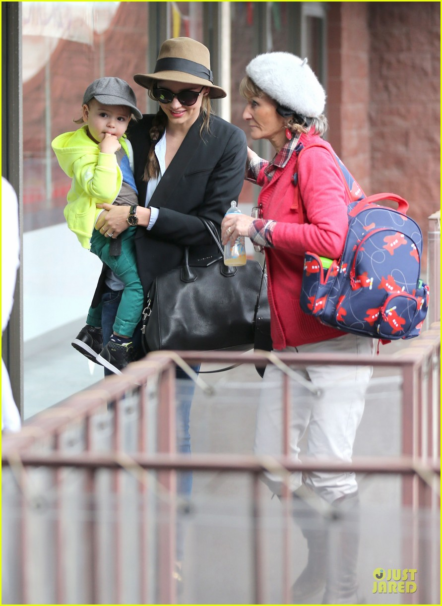 miranda kerr flynn gym stop wtih orlando bloom mother sonia 05