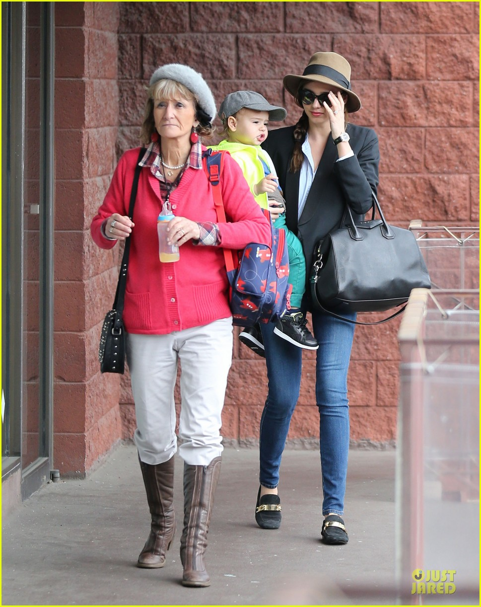 miranda kerr flynn gym stop wtih orlando bloom mother sonia 10